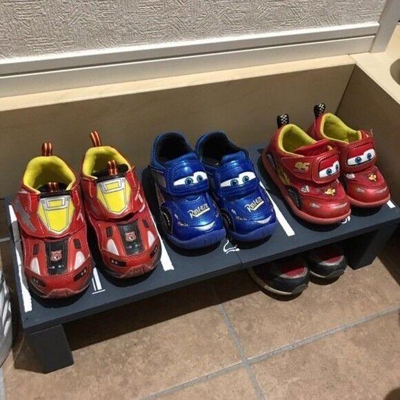 駐車場に見立てた遊び心のある靴置き場