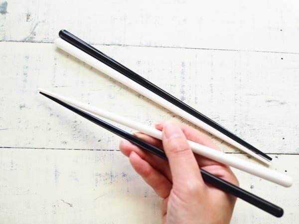 モノトーンカラーの箸セリア