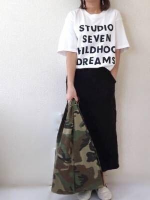 英字ロゴがカジュアルなTシャツ