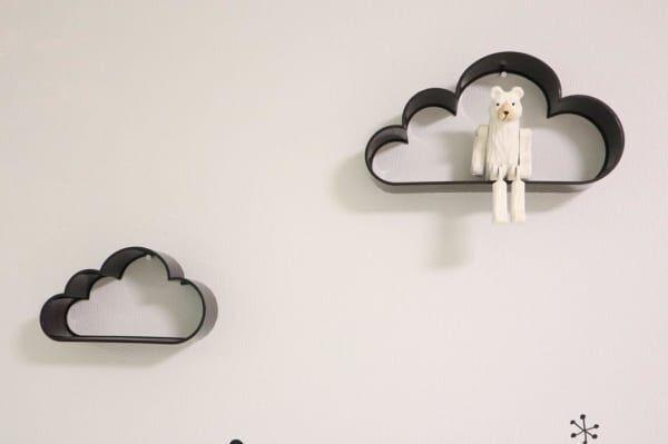 雲モチーフのシェルフ