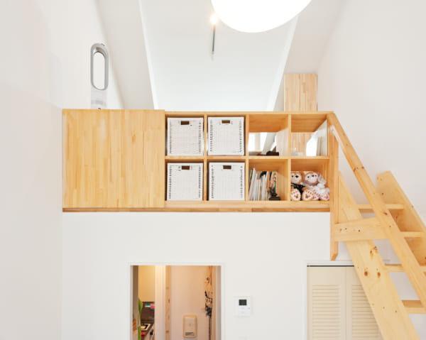 自作の棚と階段
