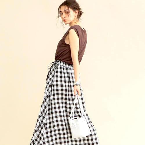 『リネン素材のロングスカート』で叶う!旬な着こなし術をピックアップ