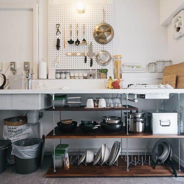 収納を自作したキッチン