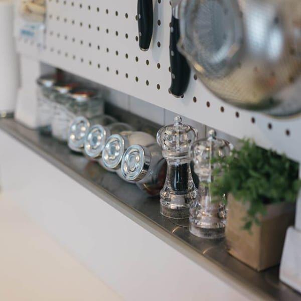 キッチンで有孔ボードを上手に使おう♡収納力をアップさせる優秀アイテム