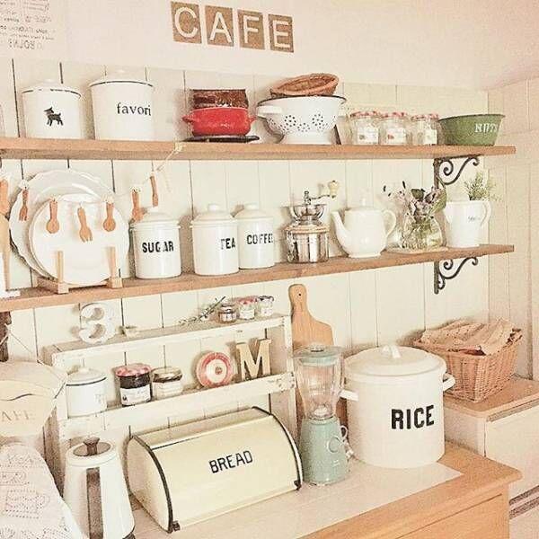ブレッドケースのあるカフェ風キッチン1