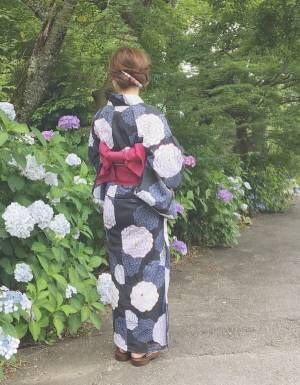 しっとりと上品な黒地×花柄の浴衣2