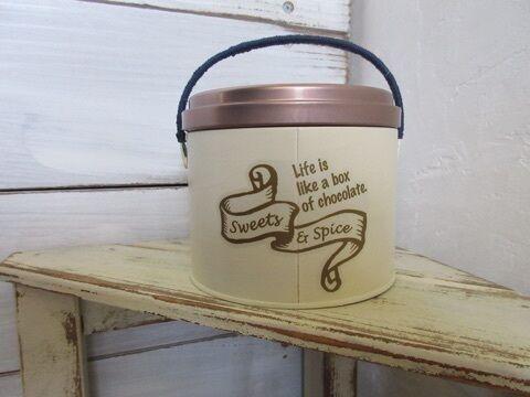蚊取り線香の缶で