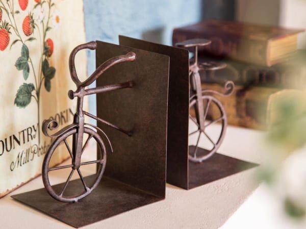 自転車モチーフのブックエンド