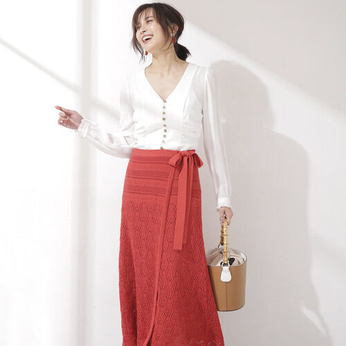 コーデを華やかに彩る♡レッドスカートの女っぽスタイル15選