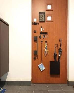 扉の裏も収納スペースに活用