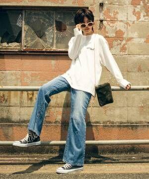 白ロングTシャツとのカジュアルコーデ