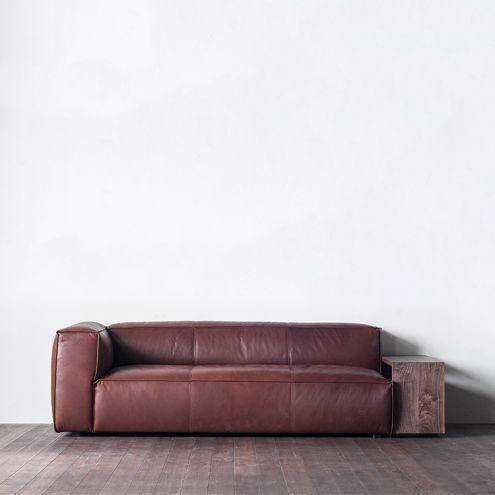 居心地の良さと魅力的な空間演出に欠かせないソファ