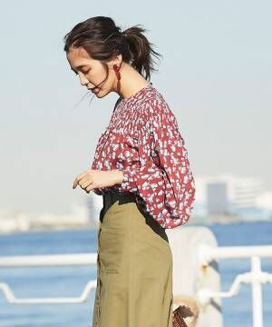 [tocco closet] 小花シャーリング袖ボリュームブラウス