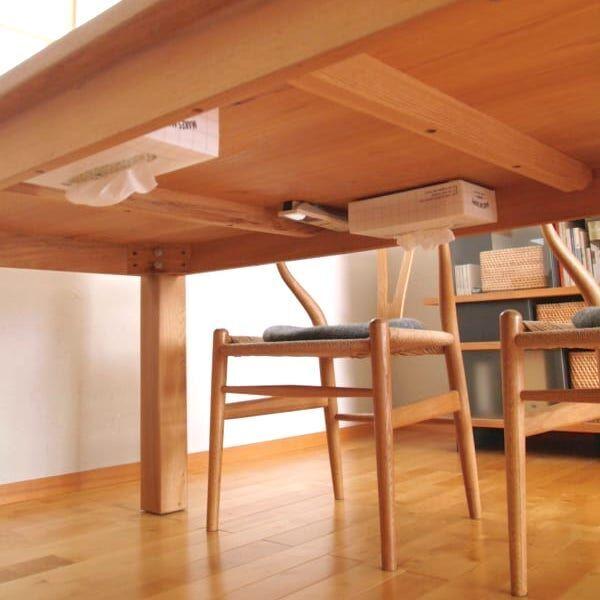 【連載】《キャンドゥetc.》グッズでテーブル下を有効利用!ティッシュ&リモコンを隠して収納!