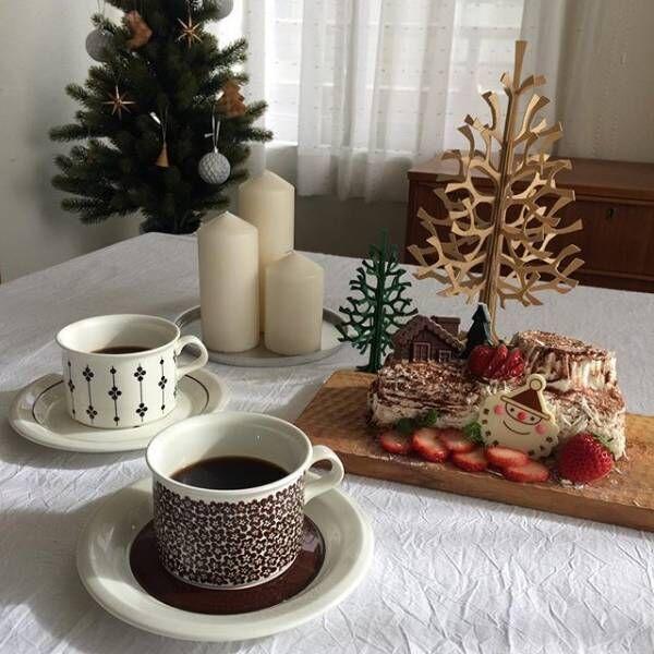 木製ツリーをクリスマスケーキに添えて