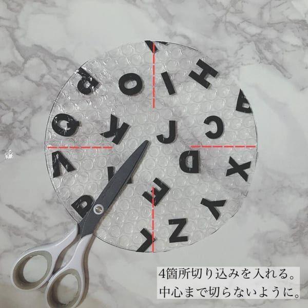 アルファベット柄 窓ガラス用断熱シート1