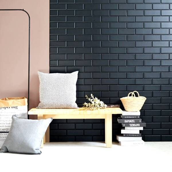 2020年のインテリアトレンドは「黒」!DIYできる黒い壁紙を使おう