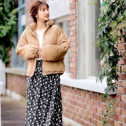 パンツのみならずスカートとも好相性♡「ダウン」の着回しコーデ