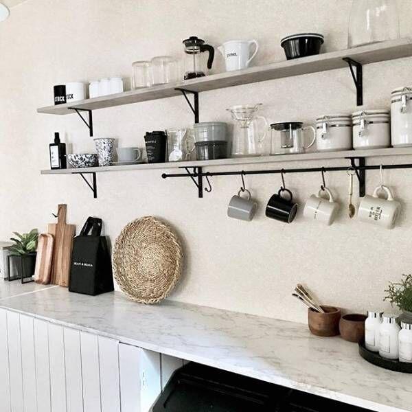 キッチン壁面でモノトーン空間