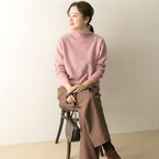 ほんのり甘めで可愛らしい♪大人女子のピンクニットスタイル15選
