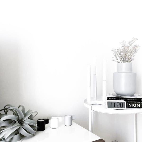シンプルデザインのサイドテーブル
