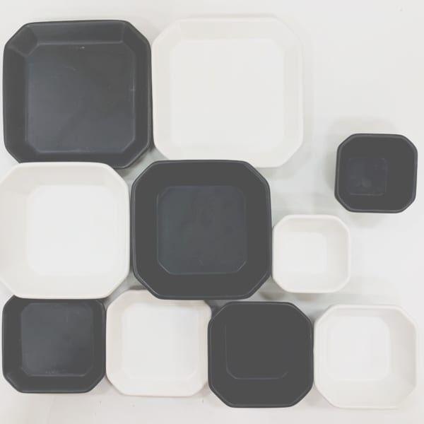 ダイソーの白黒食器