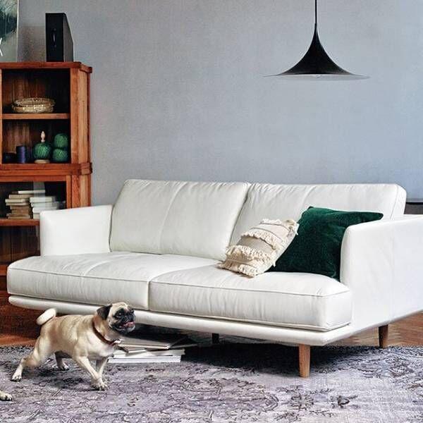 白のソファーで抜け感を♡