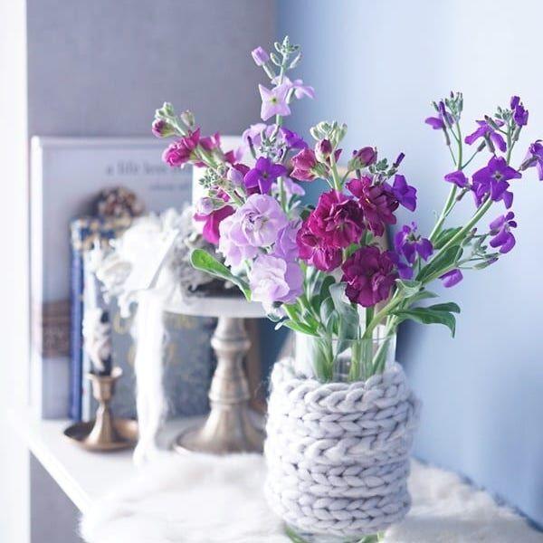 【連載】《ダイソーetc.》毛糸やファーで空き瓶リメイク!冬の温かモコモコ花瓶DIY