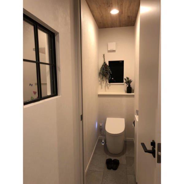 シンプルモダンなトイレ