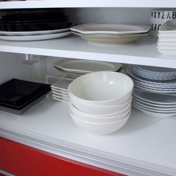 ホワイトの食器ですっきりした見た目に2