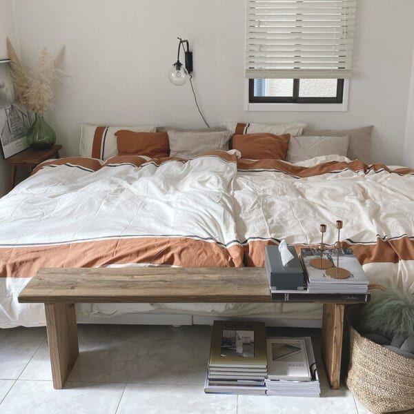 くすみカラーでまとめた寝室