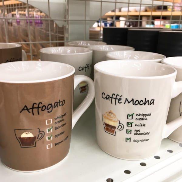 カフェ風のコーヒーメニューマグカップ