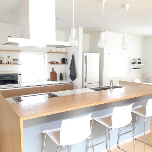 ホワイト×ウッドが爽やかなキッチン