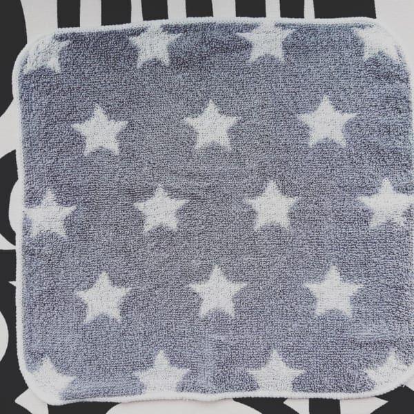 星柄がキュートなハンカチタオル:キャンドゥ