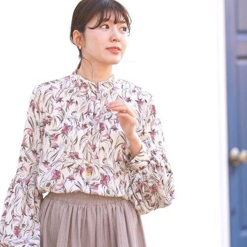 品が良くて華やか♡ベージュ系花柄ブラウスのパンツスタイル15選