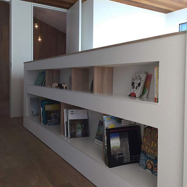階段壁を本棚として使う2