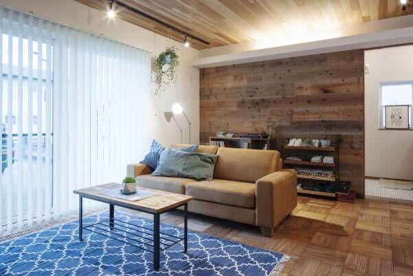 ブルックリンスタイルを作る3つの要素!レンガの壁と板壁と観葉植物のあるリビング