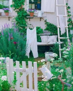 洗濯ものまでが絵になるナチュラルなお庭