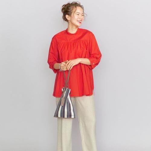 赤トップスのコーデ特集【2020】強めカラーを上手に着こなすポイントは?