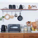 キッチン背面は《吊るす収納》が使いやすい!おしゃれで便利な収納術を紹介