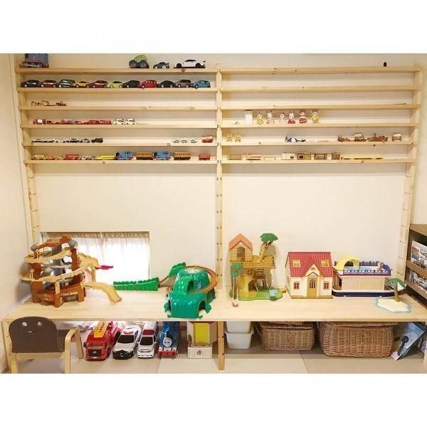 木製シェルフがおもちゃのディスプレイ収納に活躍