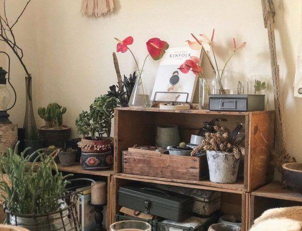 古びた味わいがある木製ボックスとコラボ