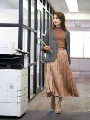 女性のオフィスカジュアル2
