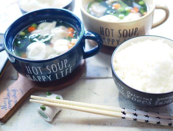 スープマグで熱々スープを盛りつけ
