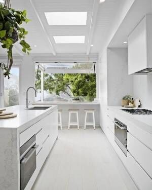 真っ白が美しいシンプルキッチン