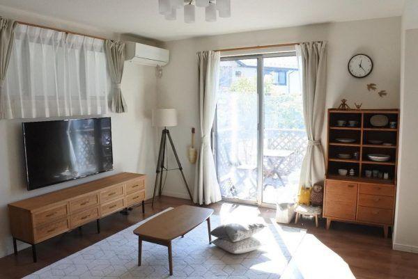 家具はナチュラルカラーで