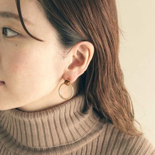 秋冬の耳元をおしゃれに♪大人女性におすすめの《ピアス》をご紹介