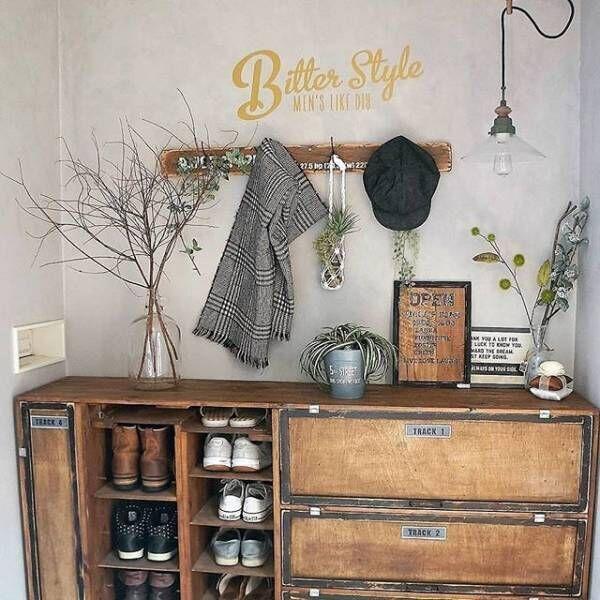 まるで雑貨屋さん!木製家具がおしゃれな玄関