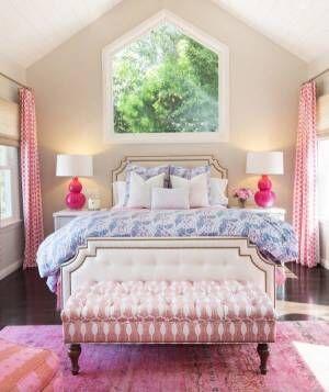 華やかで可愛いピンクのベンチソファ