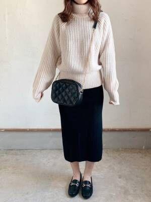 ユニクロのホワイトローゲージタートルセーター